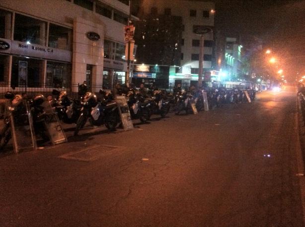 Policía Nacional Bolivariana. Se apostaron en Los Ruices para contener fuerzas de choque que se enfrentaron en uno de los centros electorales.