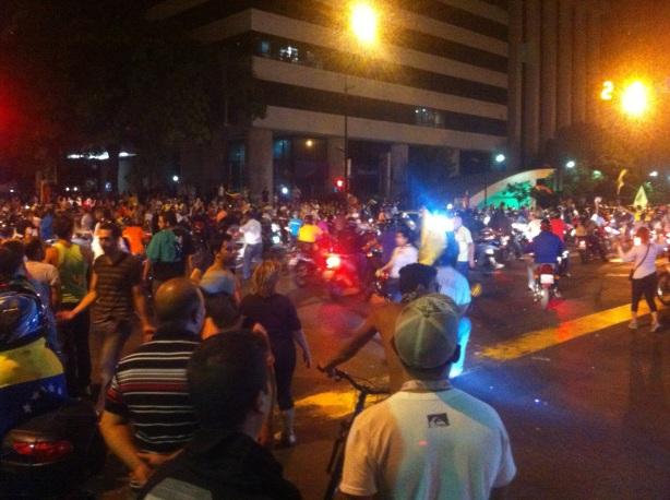 El lunes 15, se presentaron diversas manifestaciones populares por desacuerdo con los resultados electorales.
